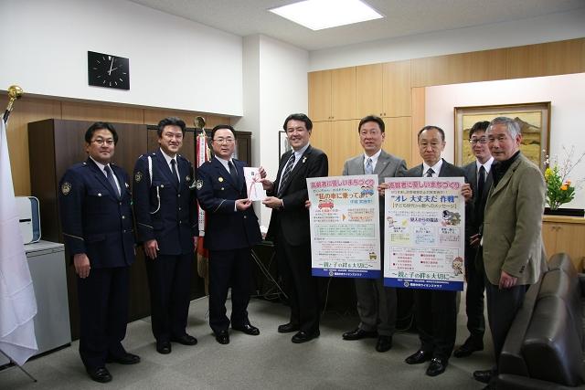 福島県福島警察署へポスター寄贈